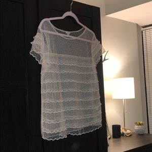 Hinge scalloped lace top